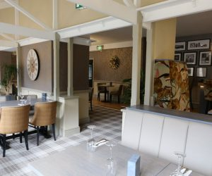 county-lodge-hotel-dining-area
